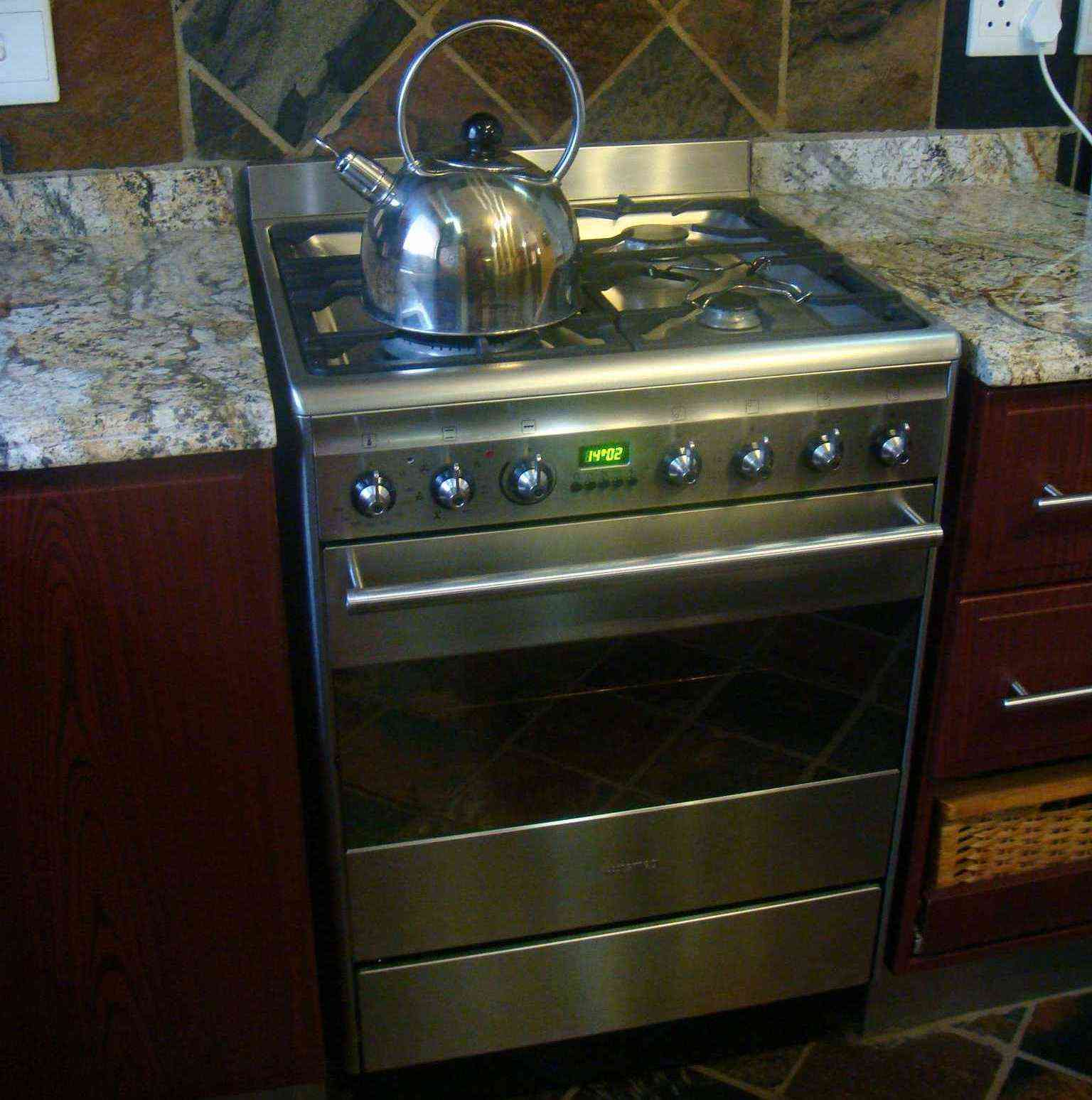 freestanding gas oven